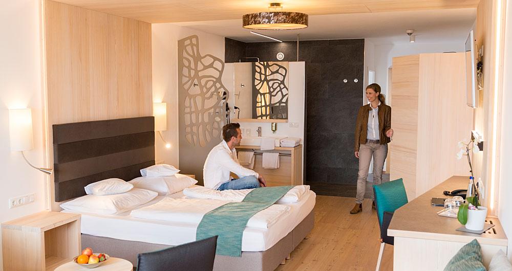 suite mit whirlpool private spa im hotel in bayern im wellnesshotel bayerischer wald. Black Bedroom Furniture Sets. Home Design Ideas